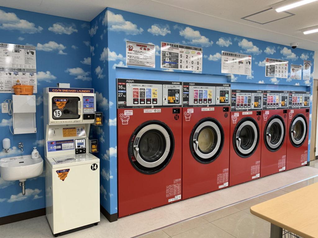 伊東市ひまわりコインランドリー 店内 洗濯乾燥機