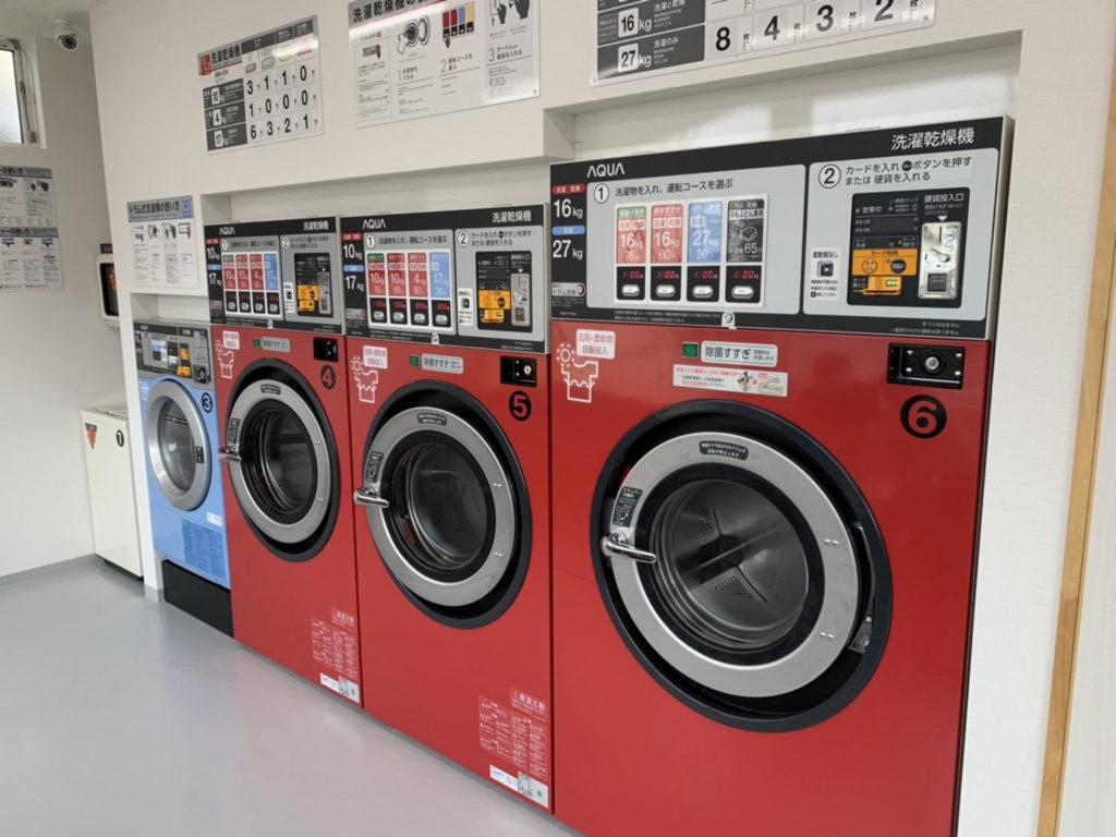 コインランドリーMADO天王西店外観洗濯乾燥機
